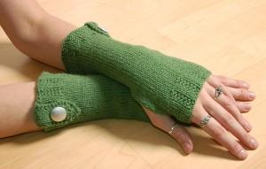 Variation: grün mit silbernem Knopf
