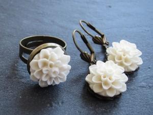 White Flower Ring und White Flower Ohrringe