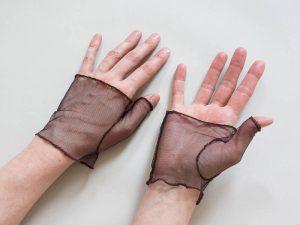 Braune Netzhandschuhe